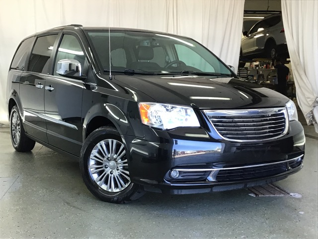 Pre-Owned 2014 Chrysler Town & Country 4dr Wgn Touring-L